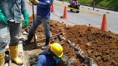 Ibal trabaja en arreglo de daño en red matriz en la Avenida Ferrocarril