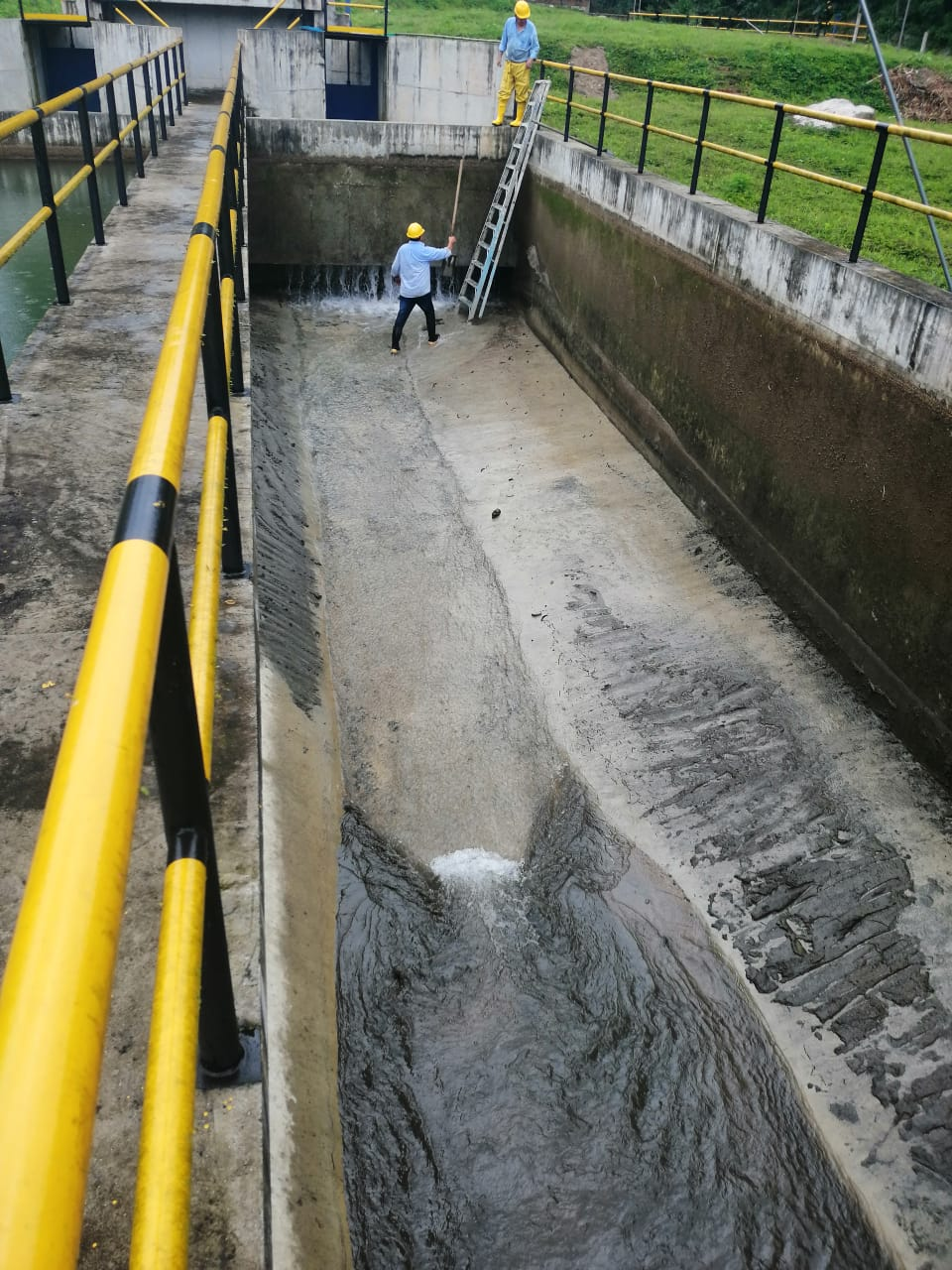 Baja presión en suministro de agua en Ibagué por mantenimiento en bocatoma de quebraba Cay