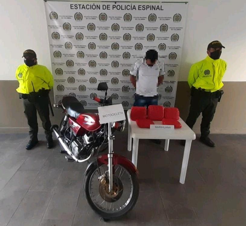 Cayó con yerba en una moto en la vía entre Espinal y Chicoral