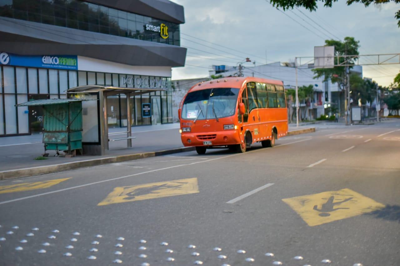 Siete rutas de buses extenderán su horario de operación durante el día sin IVA