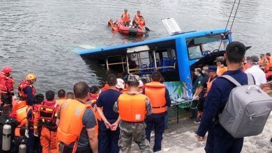Video: Bus con estudiantes cayó en un embalse: 21 fallecidos