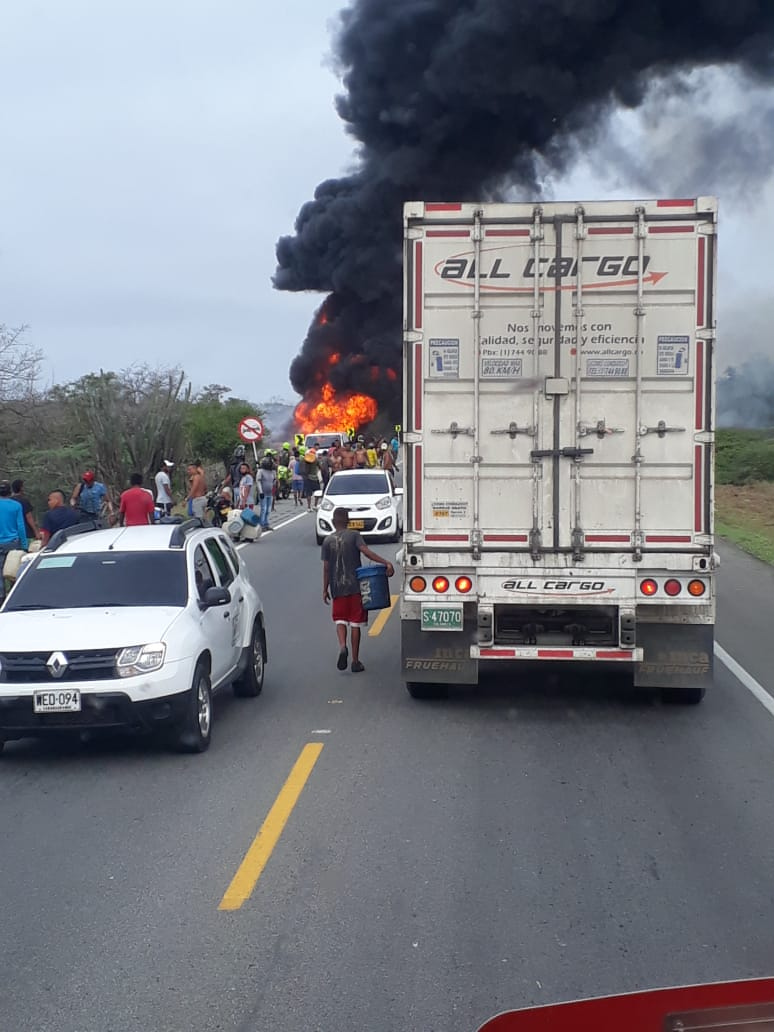 Siete muertos y 50 heridos por explosión de camión cargado con combustible