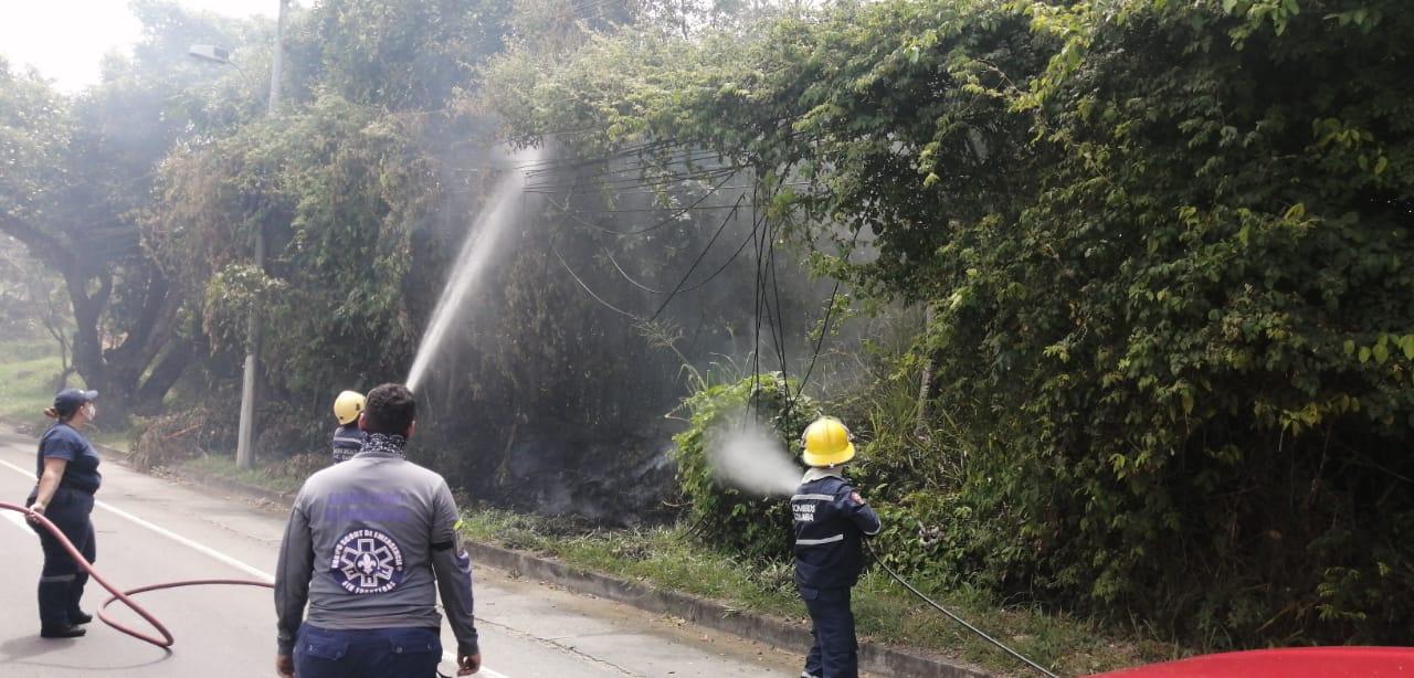 Bomberos atendieron conato de incendio en Altos de Berlín, vía a El Totumo