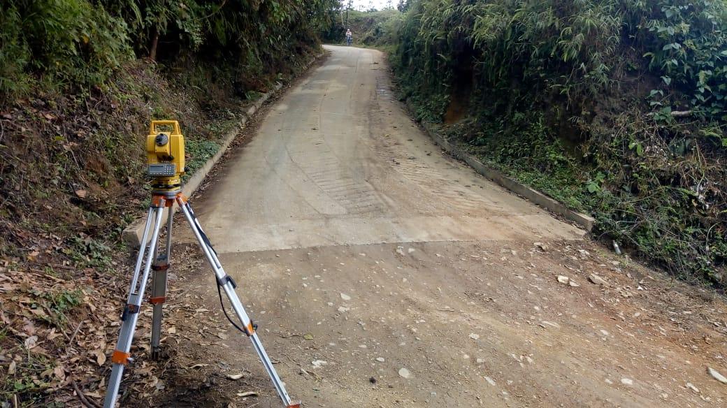 Inician estudios de suelo para construcción de 15 kilómetros de placas huella en zona rural de Ibagué