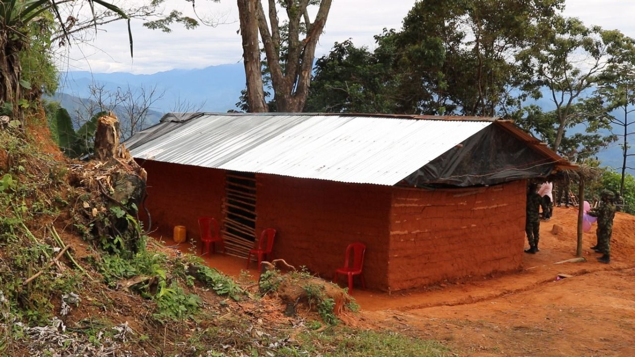 Soldados construyeron casa para una familia vulnerable