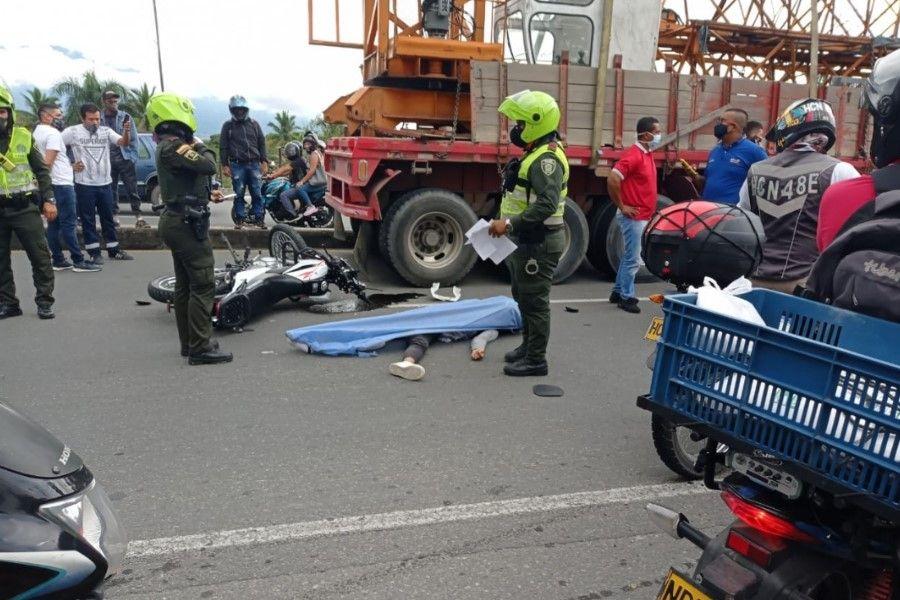 Motociclista murió en accidente contra un tracto camión con grúa en la vía a Picaleña