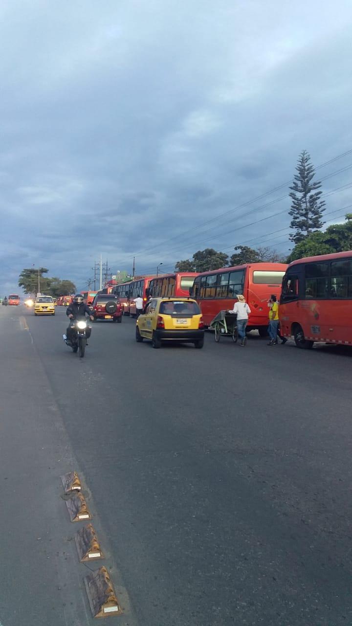 Inició el cese de actividad y protestas de dueños de busetas en Ibagué