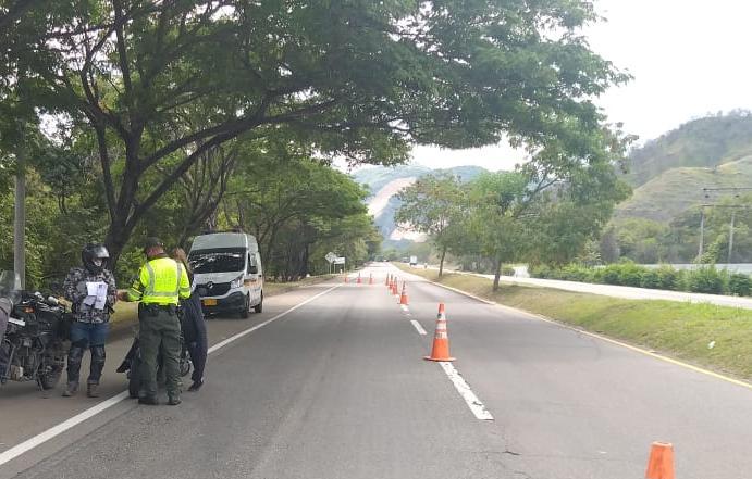 """Policía del Tolima recuerda: """"Este puente tampoco es de paseos"""""""