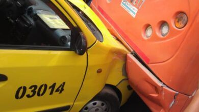 Impacto entre taxi y buseta: Acabaron con 'la cuchara'