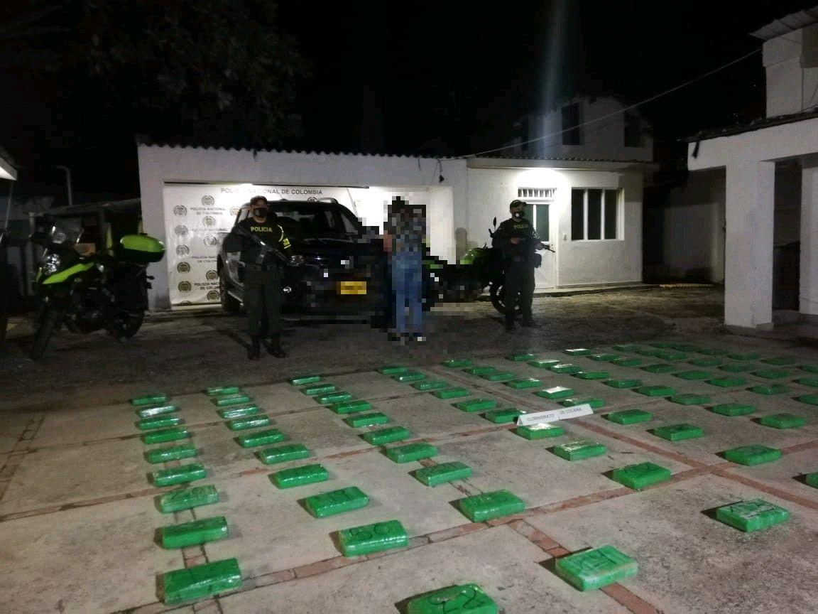 Capturada mujer que conducía 'narco-camioneta' con 121 kilos de clorhidrato de cocaína en vía del Tolima