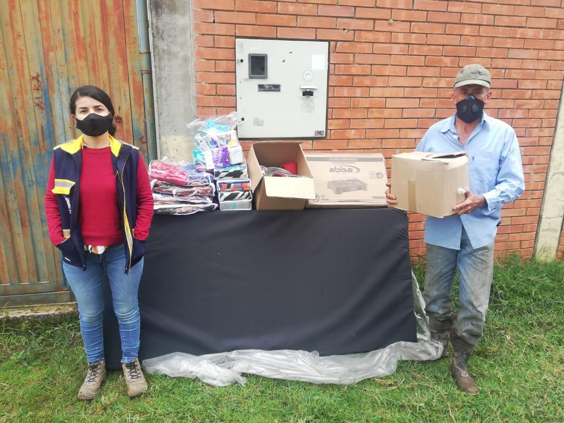 Entregaron ayudas humanitarias a familias damnificadas en Tapias