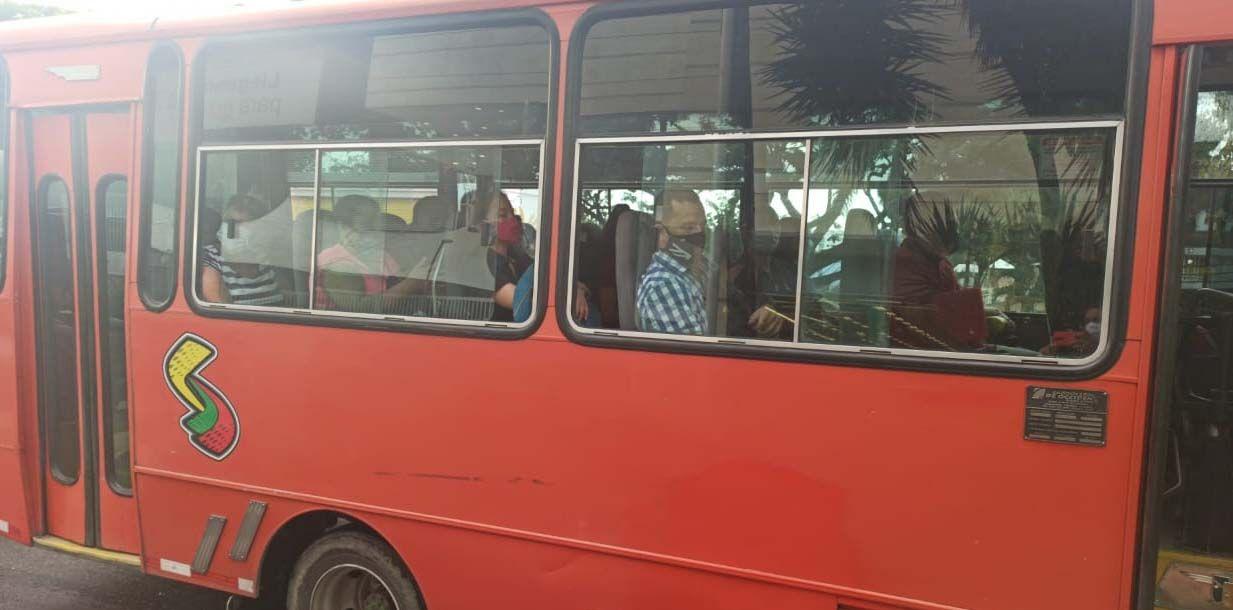 Busetas tendrán que seguir llevando pasajeros al 50% de su capacidad