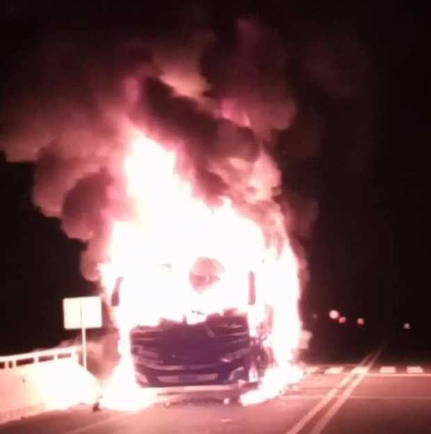 Se quemó bus en la madrugada de este miércoles en la vía Manizales - Medellín