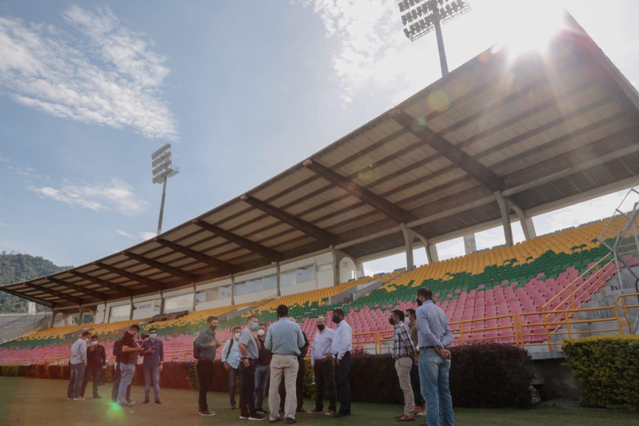 Definen estrategias para instalación de pantalla gigante y sonido interno en el estadio