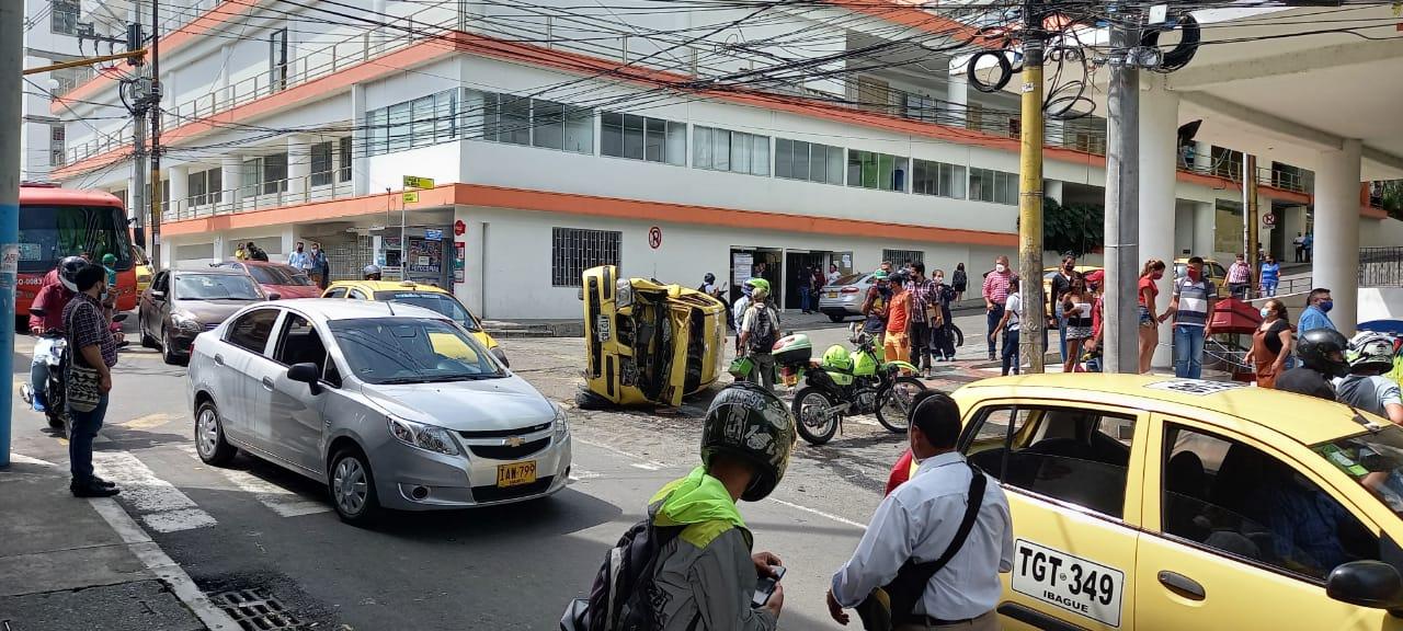 Dos heridos dejó violento choque de taxi y BMW en la 11 con Segunda