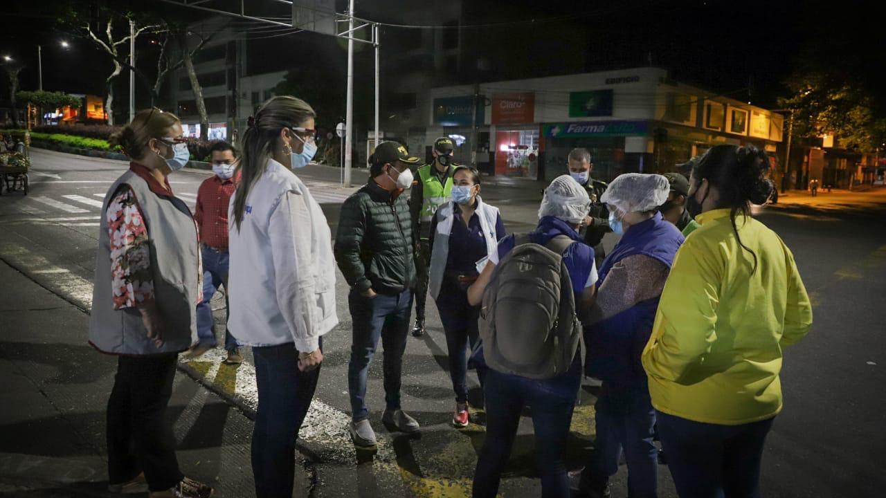 Autoridades realizan controles a transportadores de cárnicos en plazas de mercado