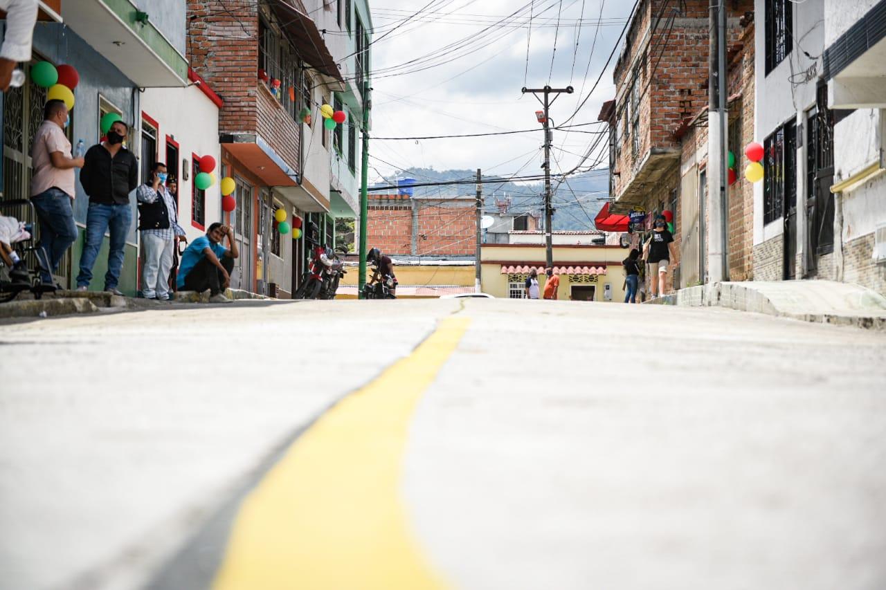 Pavimentaron 3.788 metros cuadrados de vías en tres comunas de Ibagué