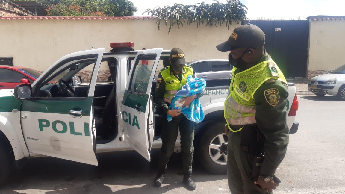 Bebé de 25 días de nacido fue abandonado debajo de silla de la Iglesia San Roque