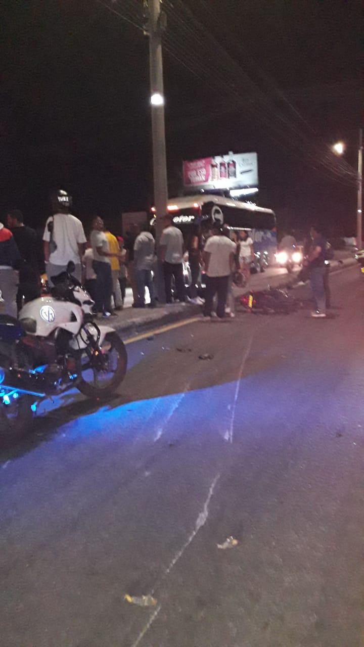 Una motociclista falleció este domingo luego de chocar contra un poste en la vía a Picaleña