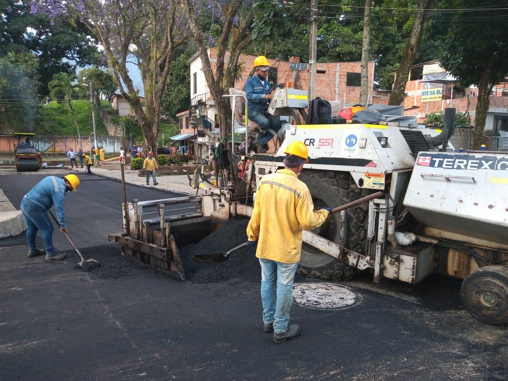 Culminan pavimentación en calles del barrio San Luis de Ibagué