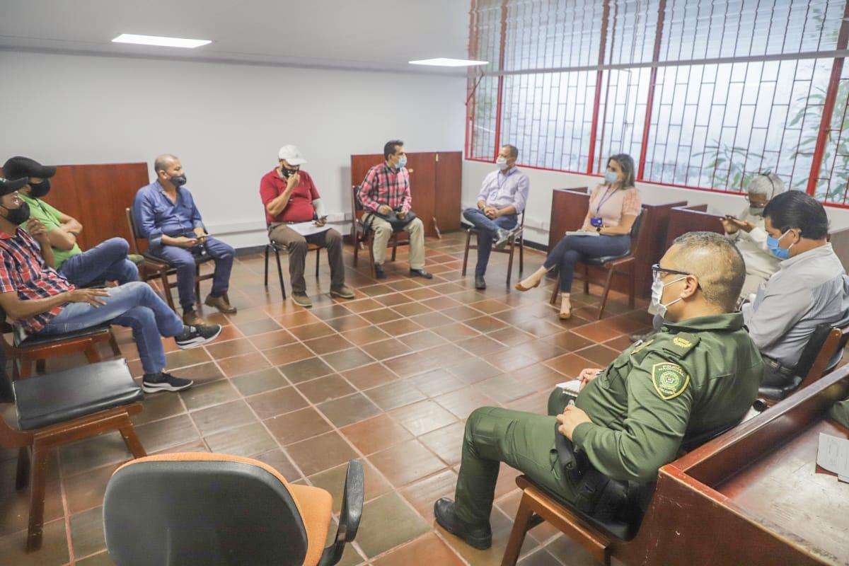 Administración Municipal instala mesa de negociación con el gremio de taxistas
