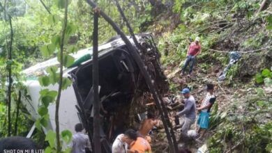 Photo of Cuatro muertos y 17 heridos por caída de un bus a un abismo entre Bucaramanga y San Alberto