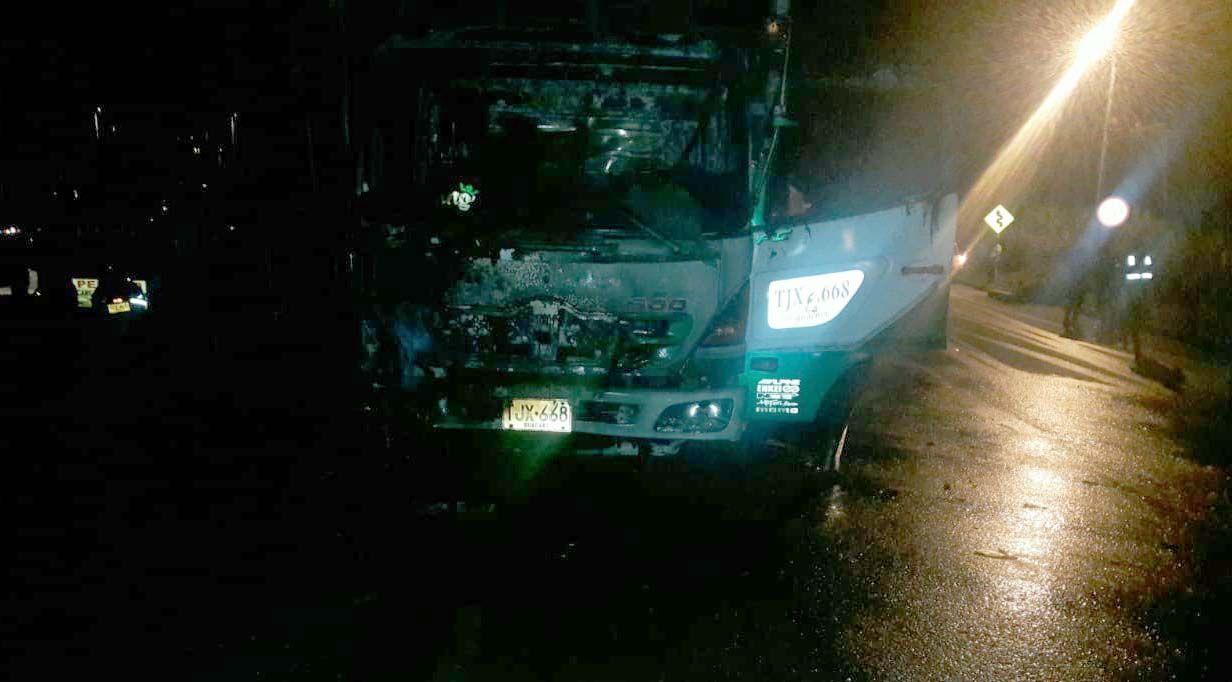 Ardió un camión NPR en la entrada de Cajamarca