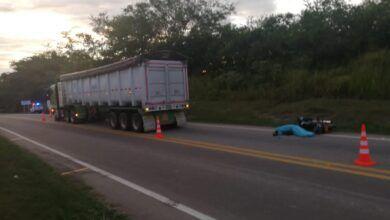 Photo of Murió motociclista luego de impactar por detrás a un tracto camión