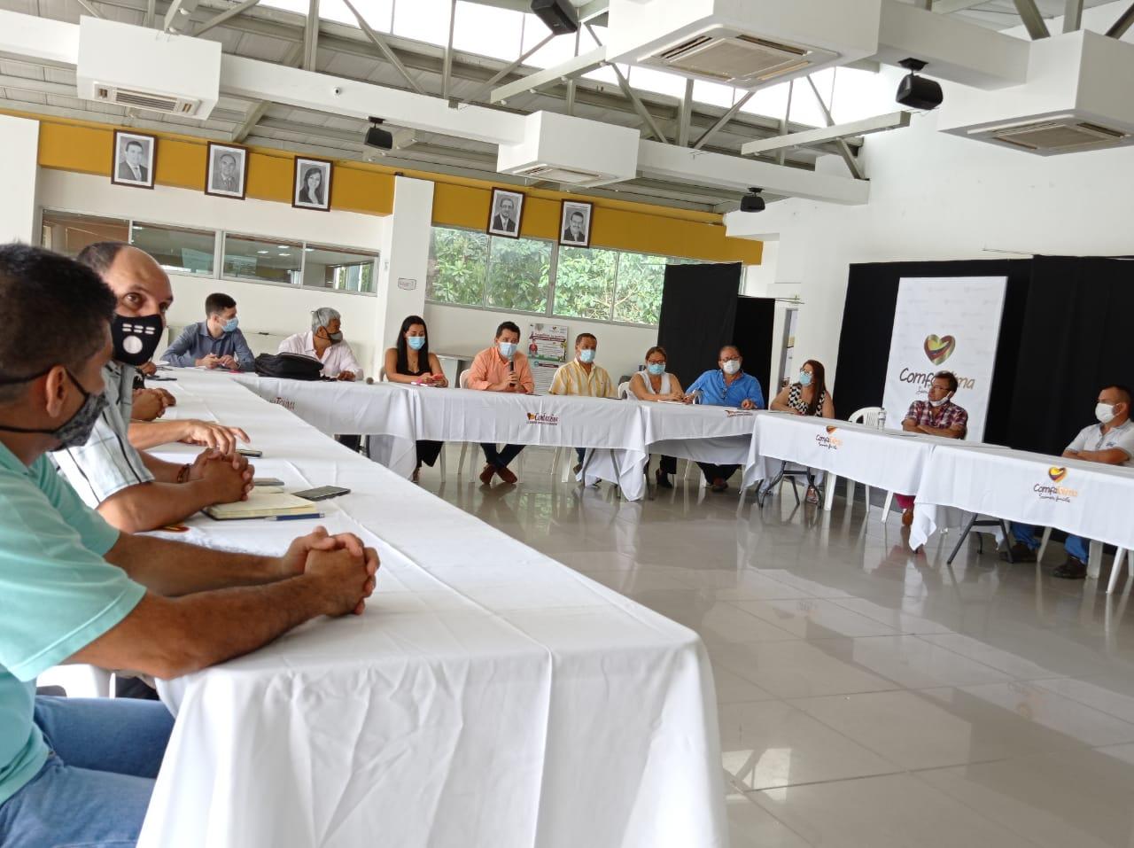 Alcaldía y gremio de taxistas acuerdan modificación del 'pico y placa'