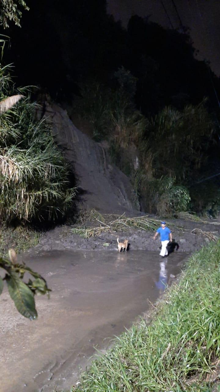 Deslizamiento en La Vega bloquea el paso hacia el Cañón del Combeima