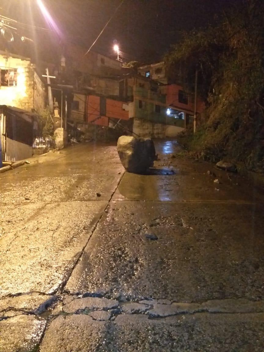 Emergencia por caída de rocas en el barrio Uribe Uribe