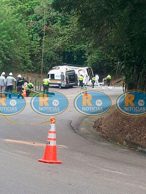 Tres muertos y ocho heridos dejó accidente de una buseta entre Honda y Guaduas