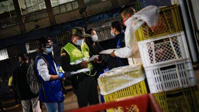 Photo of Fotos: Adelantaron operativos de inspección y desinfección en la Plaza de La 21
