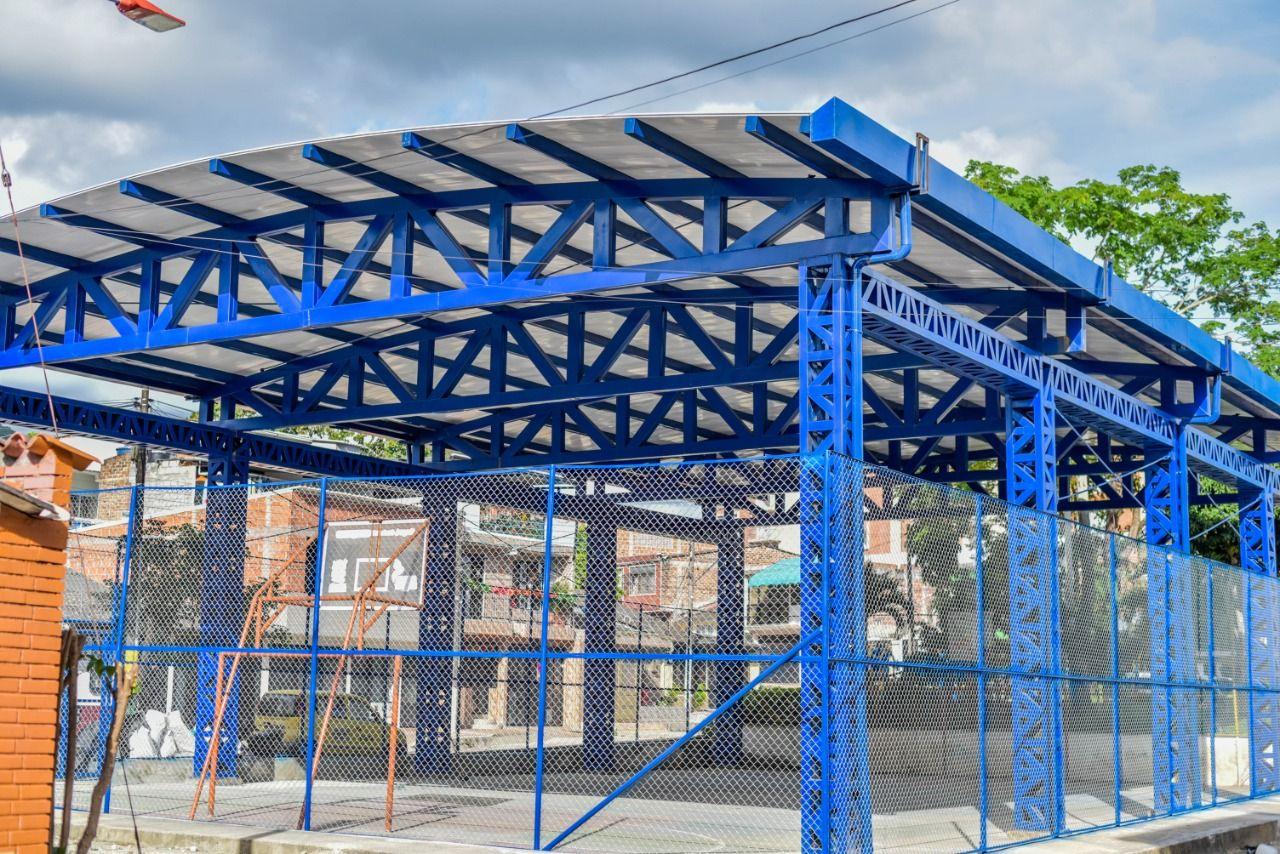 Terminó la construcción de cubierta en el polideportivo del barrio Pedregal