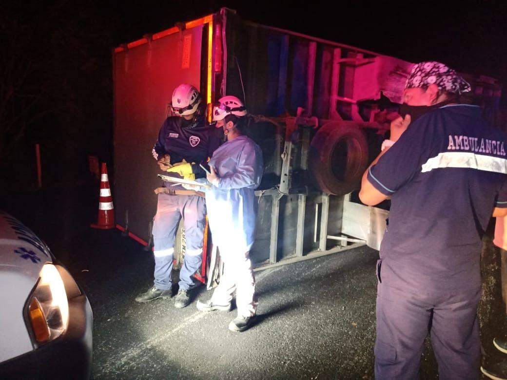 Quedó atrapado en la cabina del furgón pero salió ileso