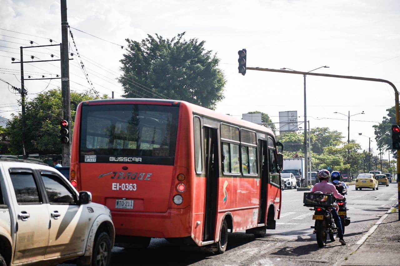 Alcaldía y comunidad del Carmen de Bulira acuerdan aumento de tarifa de buses