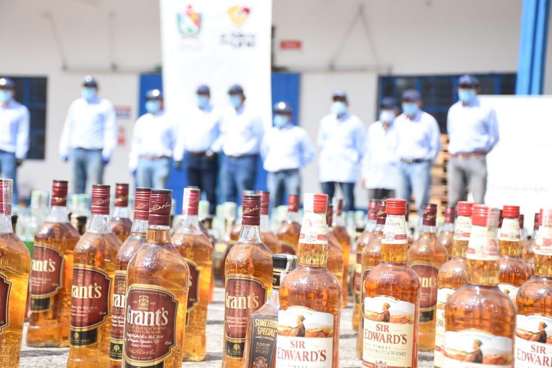 Destruidas casi 20 mil unidades de licor y 7 mil de cigarrillos de contrabando en el Tolima