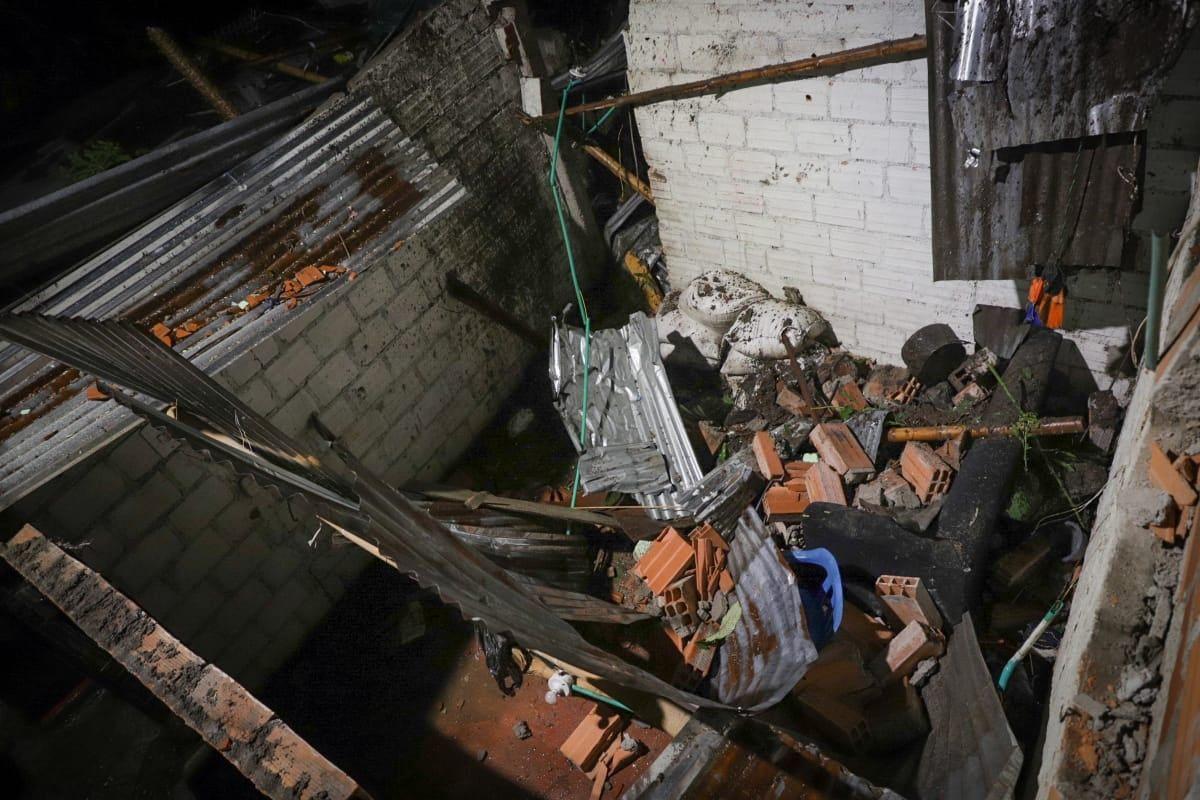 Fotos: Avalancha sobre siete viviendas en el barrio Baltazar deja 14 damnificados