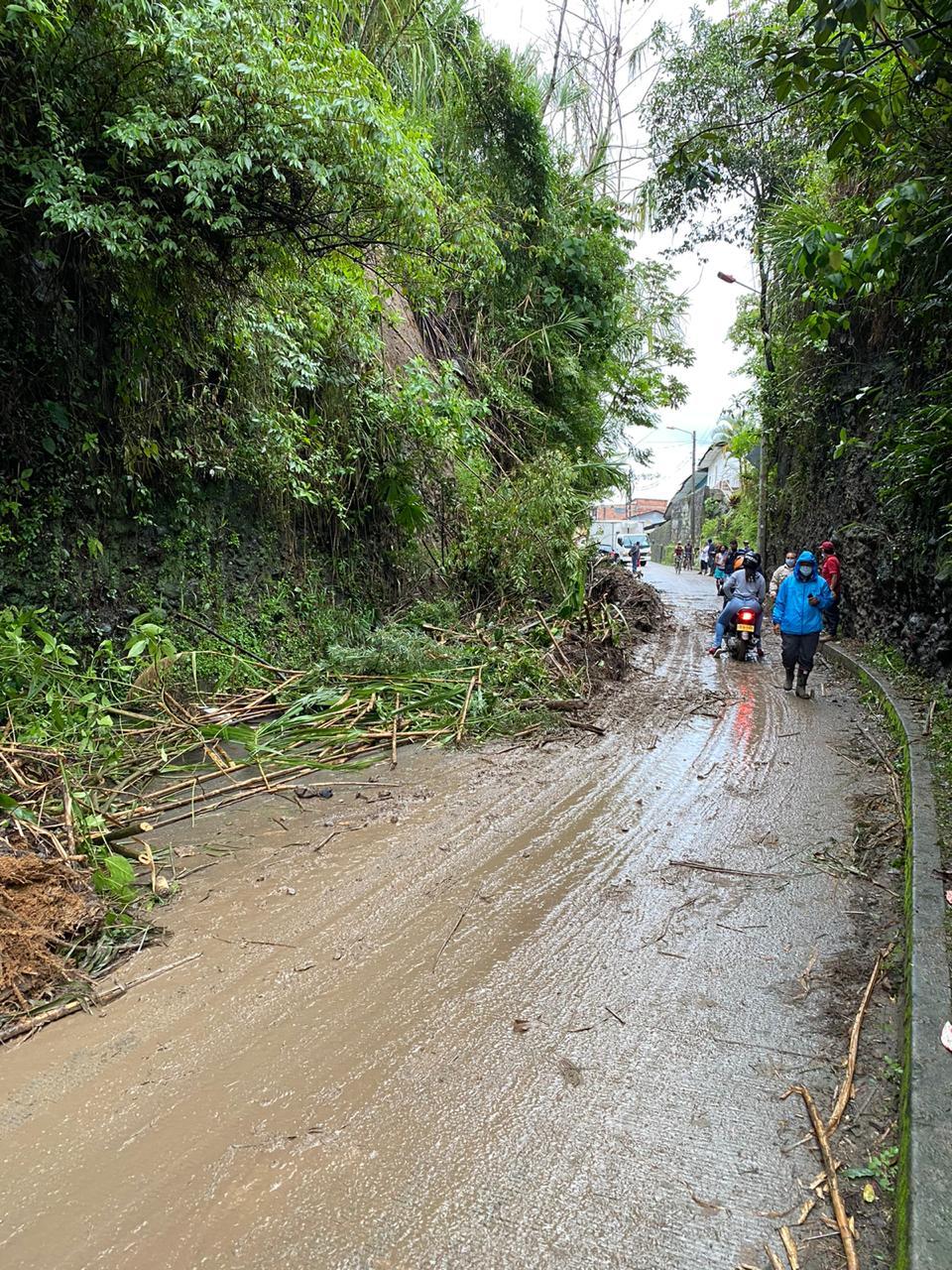 Movilidad restringida hacia el Cañón del Combeima por deslizamiento de tierra en La Vega