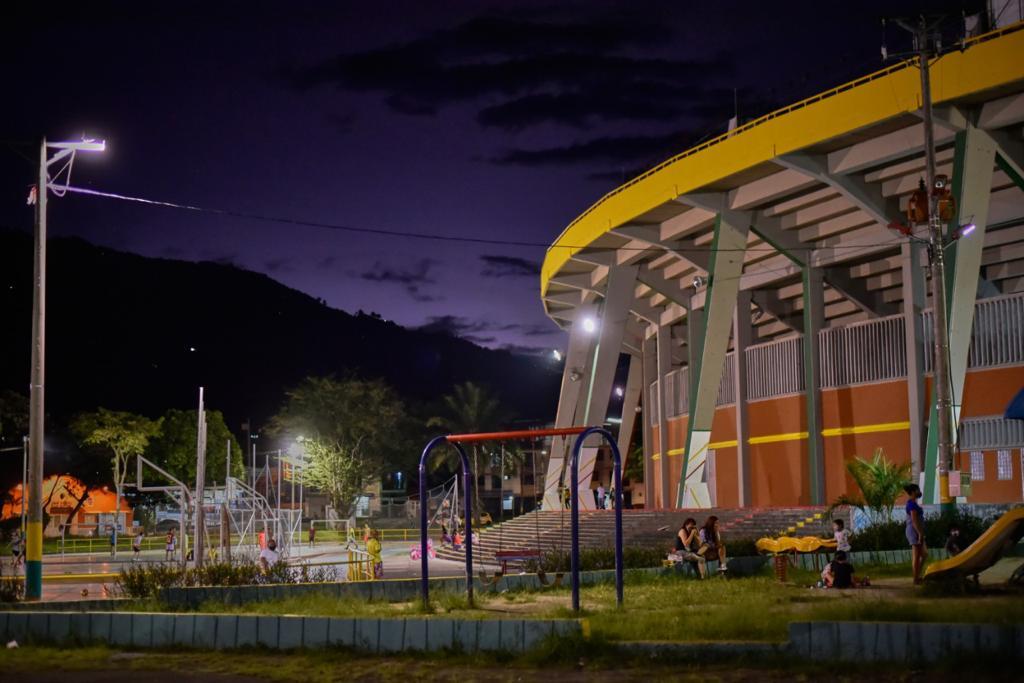 Iniciaron trabajos de recuperación de las luminarias del estadio Manuel Murillo Toro