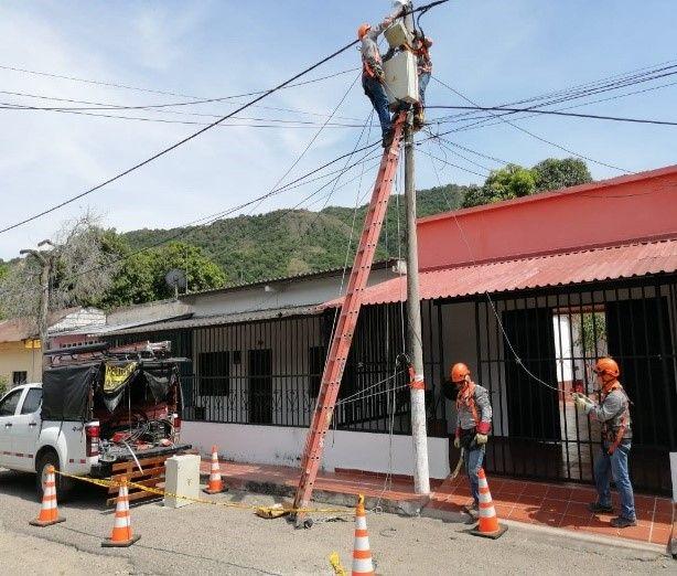 Celsia organizará el 'enredo' de cables en los postes de Ibagué
