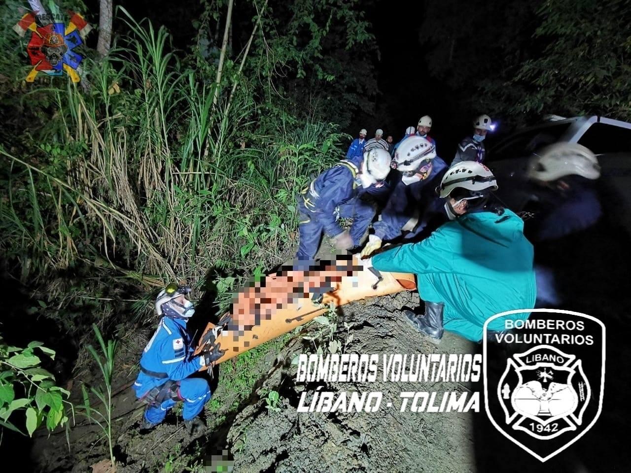 Dos muertos y dos heridos dejó caída de campero por un abismo