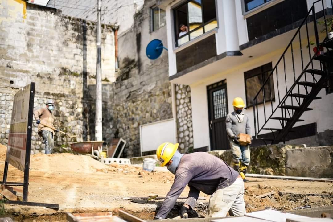 Alcaldía invierte $ 538 millones en pavimentación de calles de los barrios Santa Bárbara y Santa Cruz