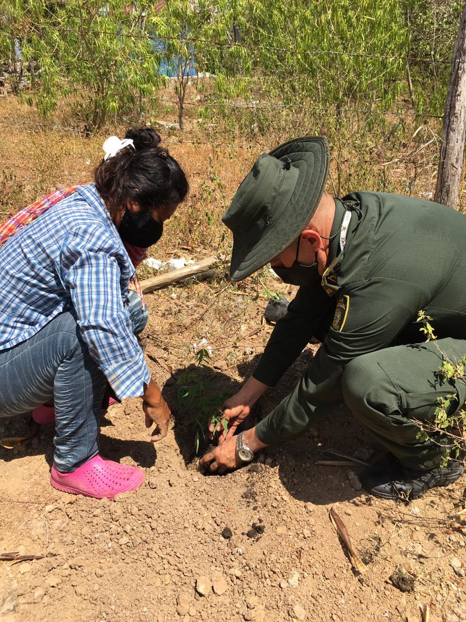 Policía apoyó a comunidad indígena en Coyaima en distintas actividades