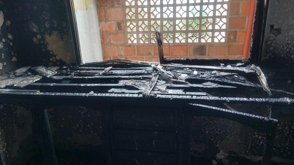 Pérdidas materiales dejó incendio en tercer piso de casa en barrio Piedra Pintada