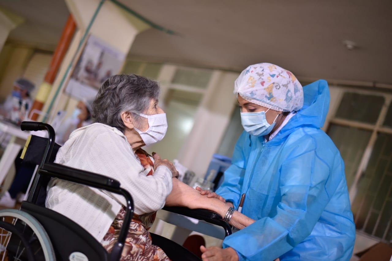 Adultos mayores de 80 años que no tengan EPS serán vacunados a través de la USI
