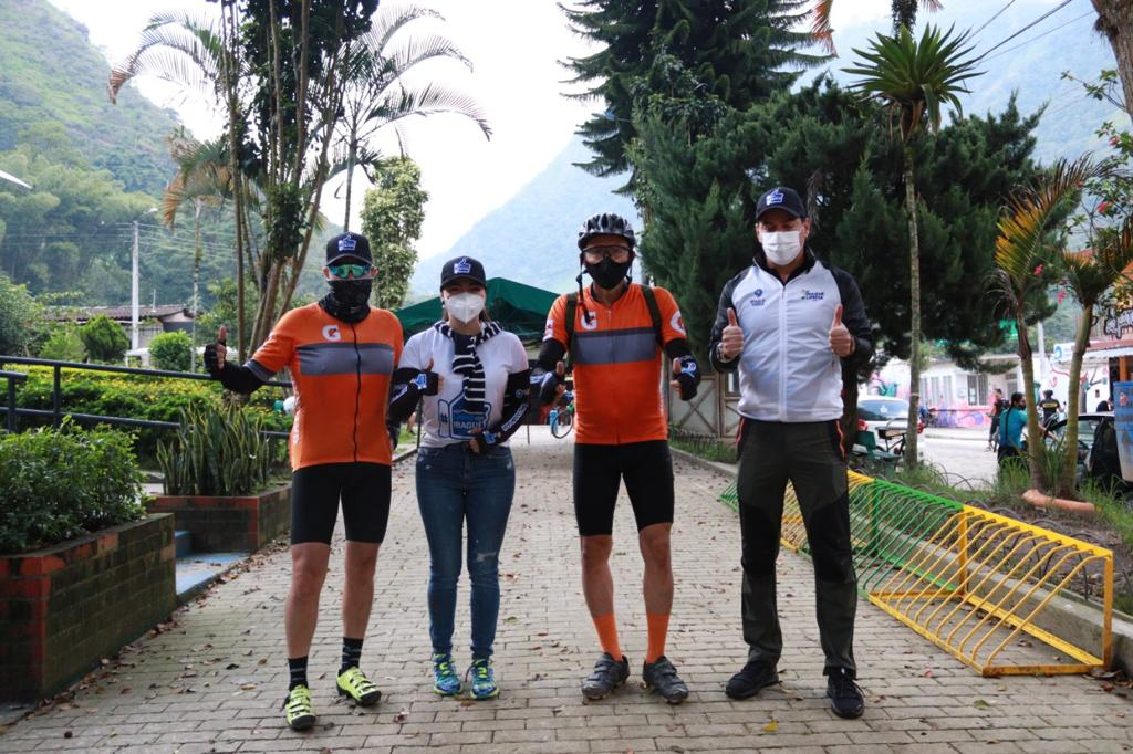 Ciclistas que visitan el Cañón del Combeima fueron sensibilizados en correcta disposición de basuras