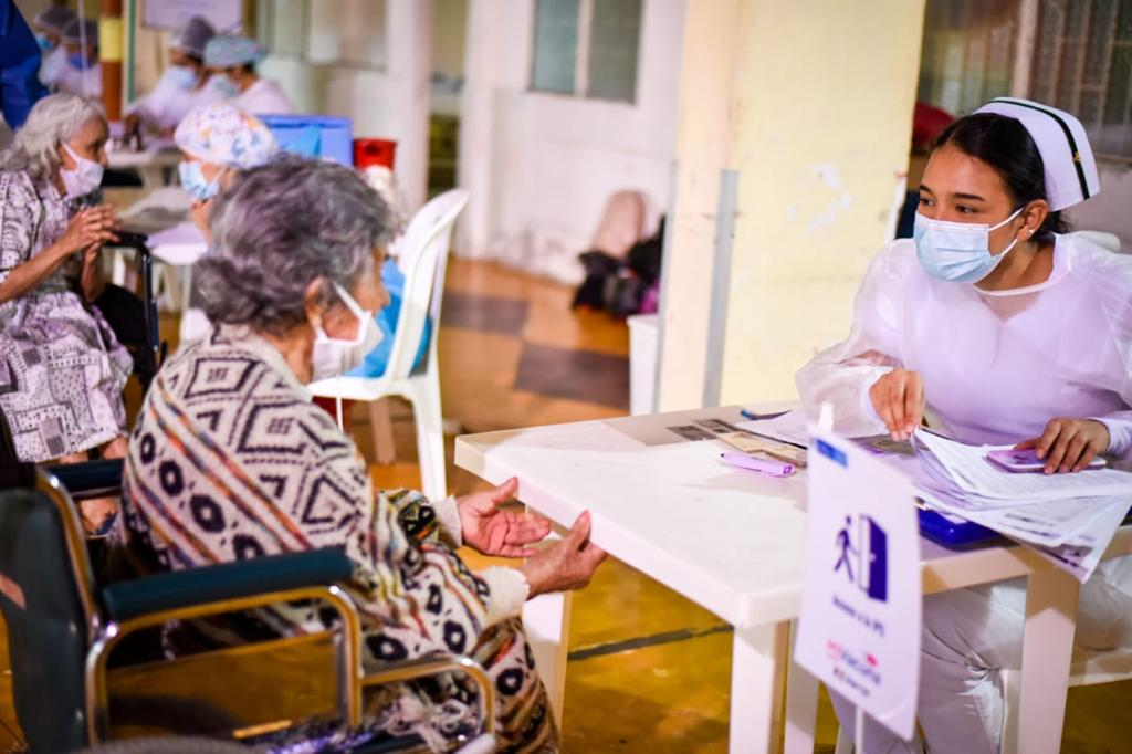 Inicia la vacunación masiva contra el Covid-19 en las comunas de Ibagué