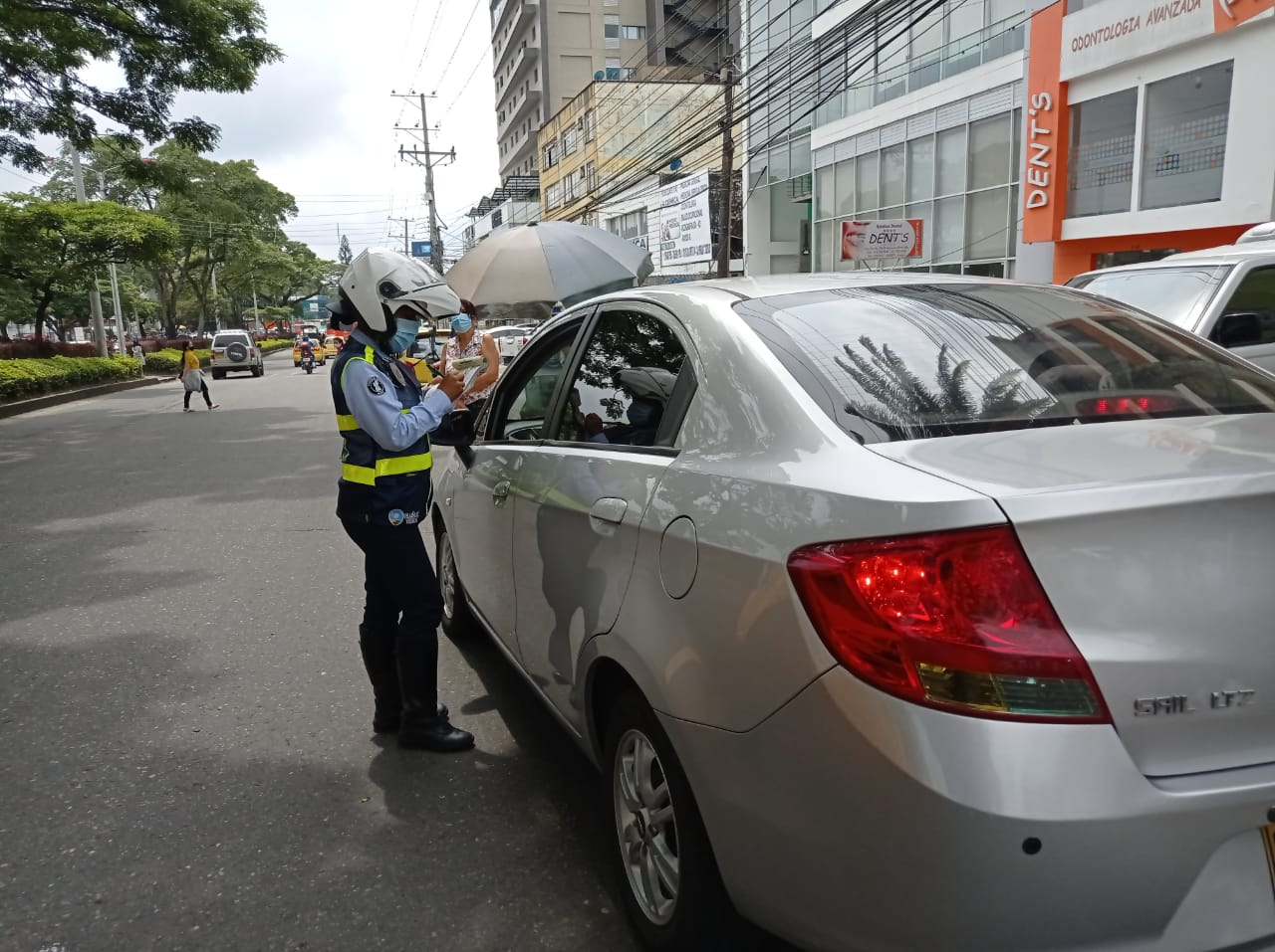 Autoridades realizaron operativo contra el 'mal parqueo' en la carrera Quinta