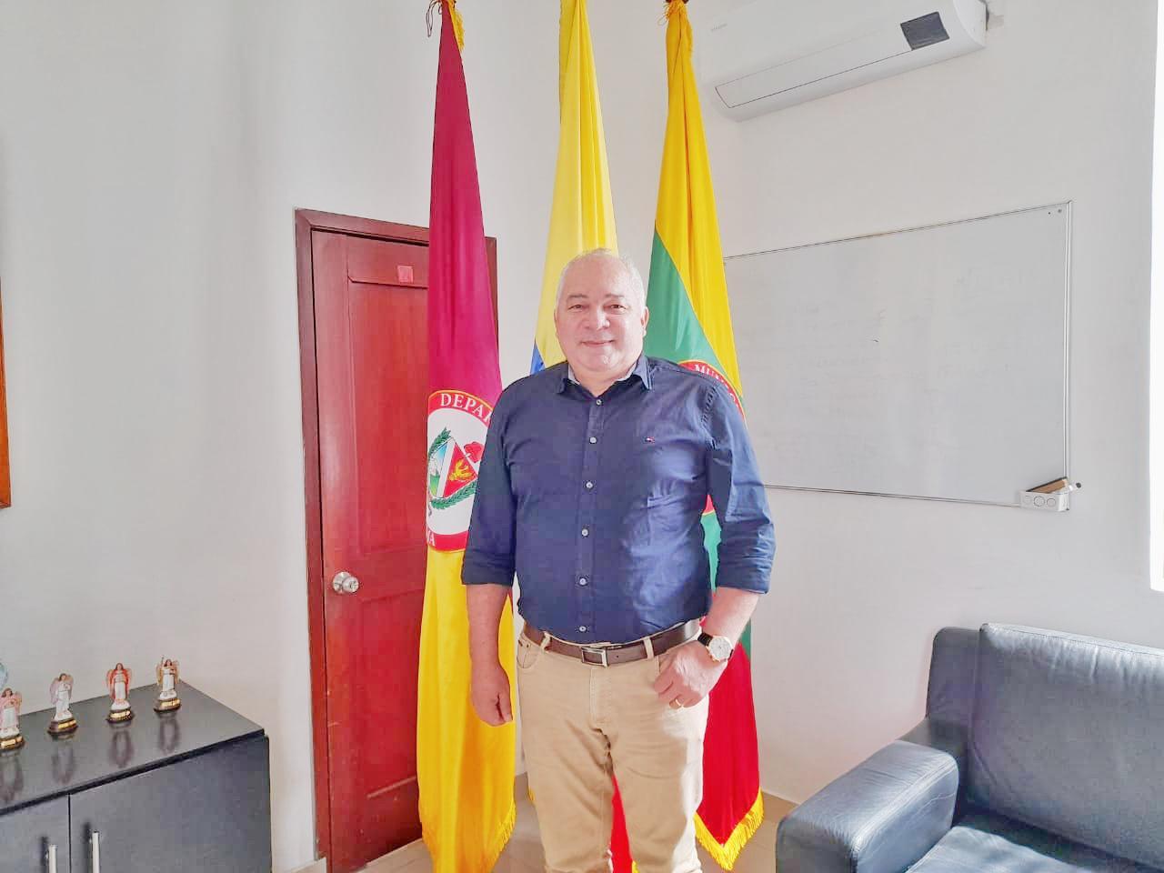 Alcalde Andrés Hurtado posesionó al nuevo Secretario de Hacienda